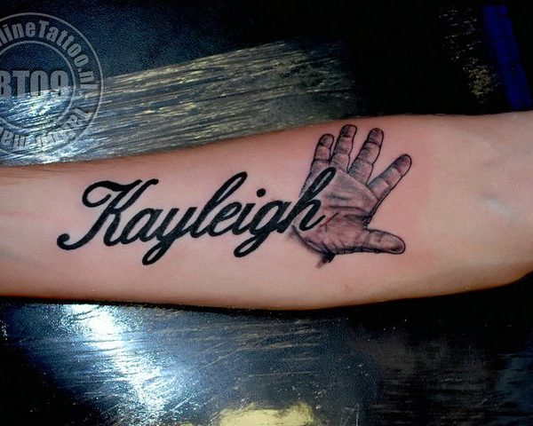 Kayleigh hand by Bram@bloodlineTattoo.nl